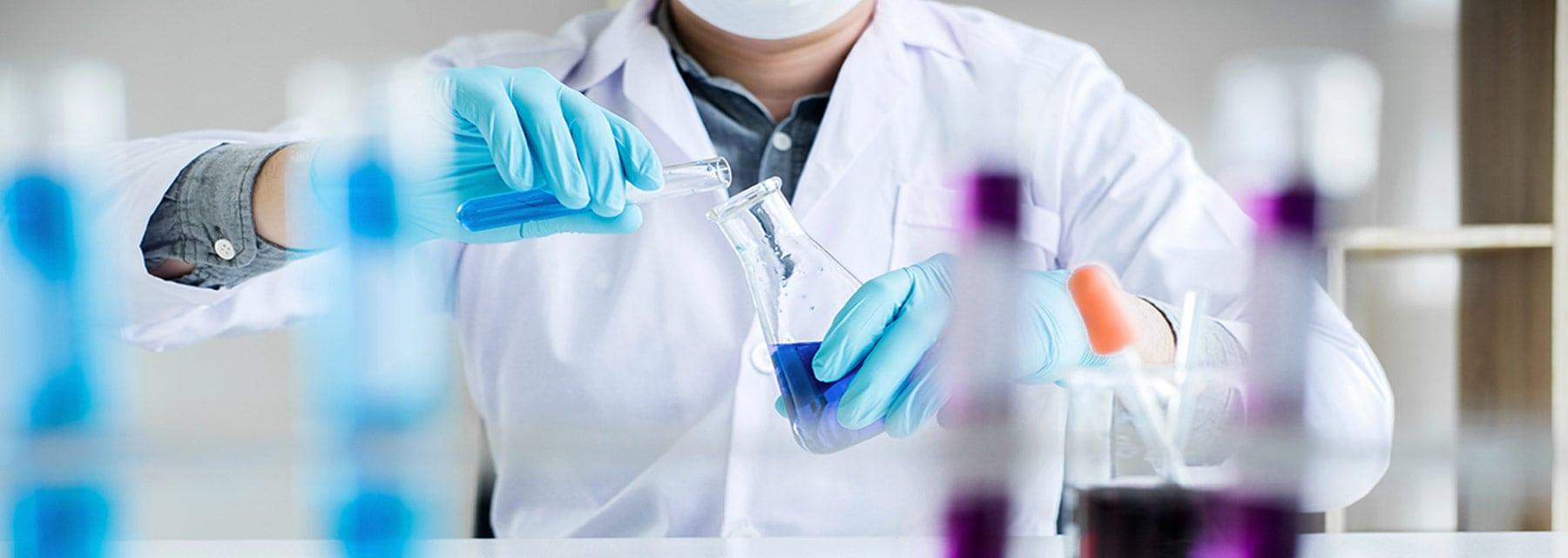 Diferencia entre un bioquímico y un biólogo